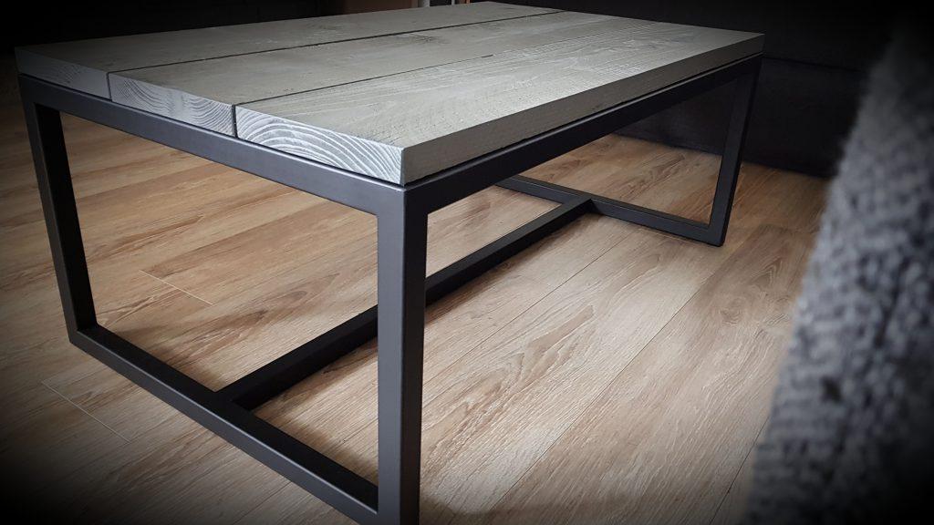 Ijzer tafel met hout